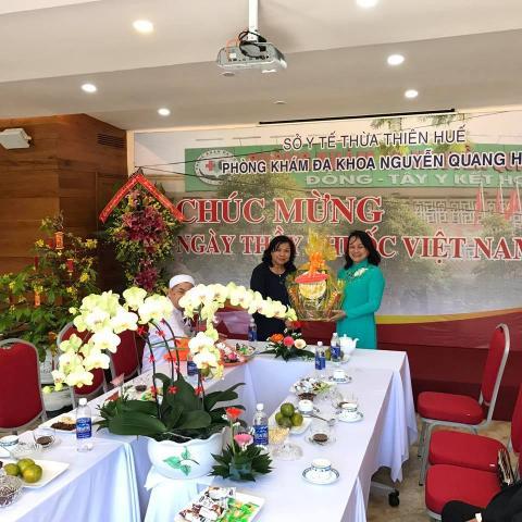 Thăm chúc mừng ngày thầy thuốc Việt Nam PK ĐK Nguyễn Quang Hợp