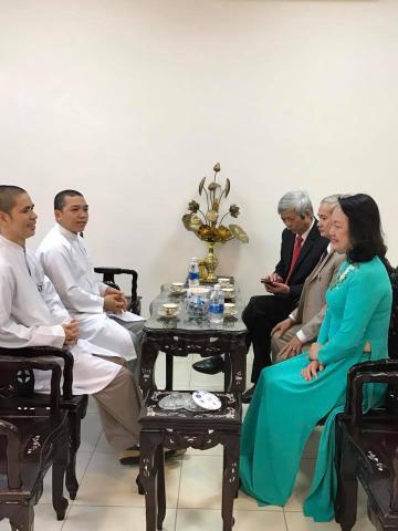 Thăm chúc mừng ngày thầy thuốc Việt Nam Tuệ Tĩnh Đường Hải Đức