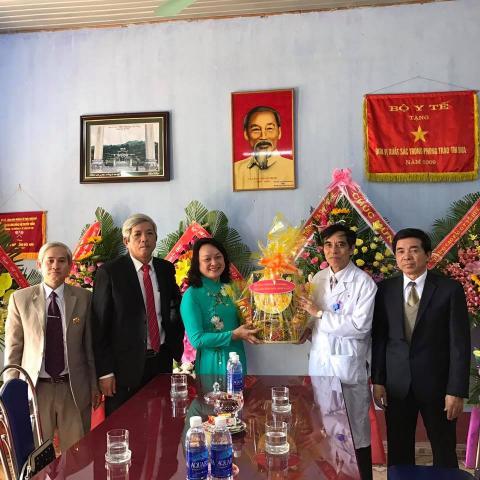 Thăm chúc mừng ngày thầy thuốc Việt Nam BV Y học Cổ Truyền